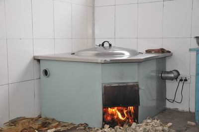 火炕是目前东北农村解决冬季取暖问题的主要